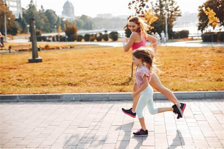 hoat-dong-the-luc hoạt động thể lực trẻ em táo bón lâu ngày