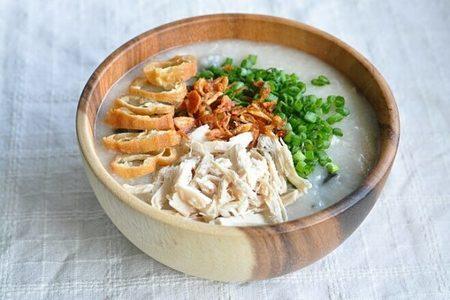 1. Sử dụng các loại thức ăn có dạng lỏng như cháo, súp 1