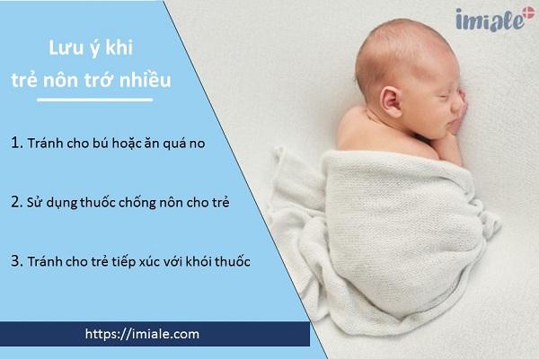 II. Các lưu ý mẹ cần tránh khi trẻ nôn trớ nhiều lần trong ngày 1
