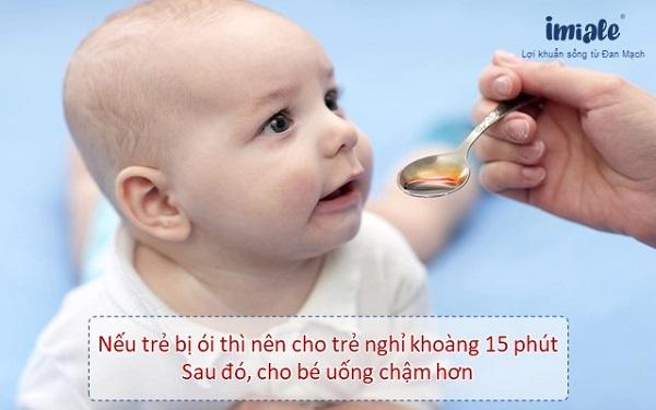 1. Đối với tình trạng bé không mất nước( dịch mất < 5%) 1