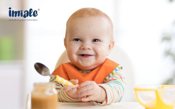 bé ăn uống tự lập