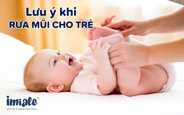 lưu ý khi rửa mũi cho trẻ1