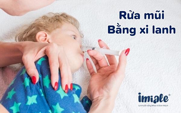 rửa mũi bằng xi lanh
