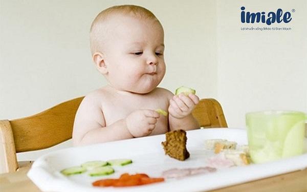 thời điểm ăn phù hợp cho bé